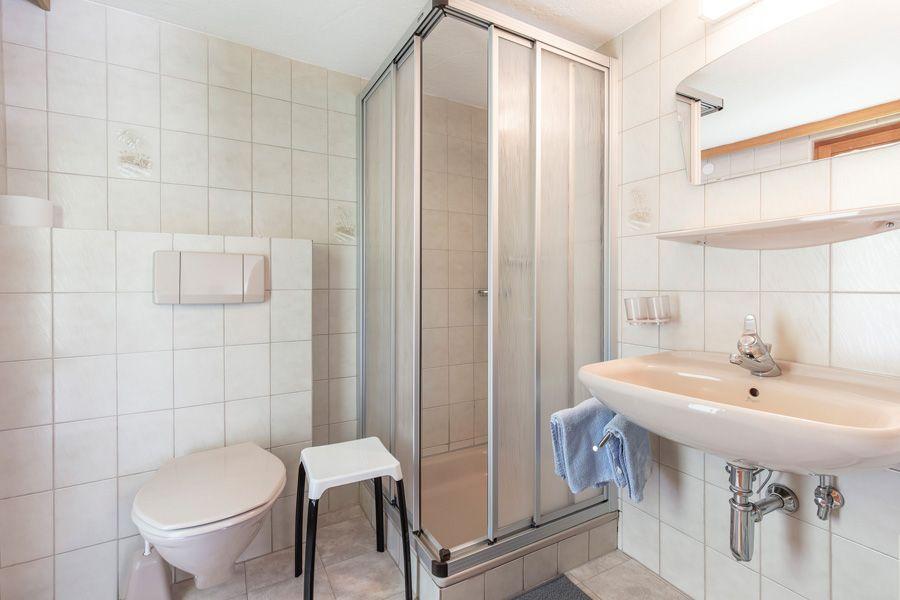 Dreibettzimmer Bad